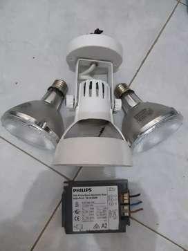 2 lampu Philips 70 w bonus fitinng..mantaap..
