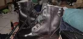 Sepatu safety Laras panjang ukuran 40 merk Kent  security atau tambang