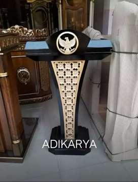 Mimbar/podium kayu jati logo garuda .