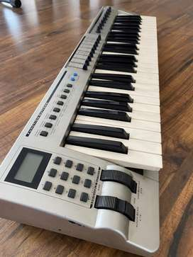 Evolution 49 Keys Midi keyboard controller in good condition!