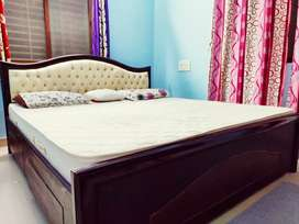 Luxury King bed with Kurl on mattress