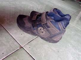 Sepatu anak UK 30 merk deltex