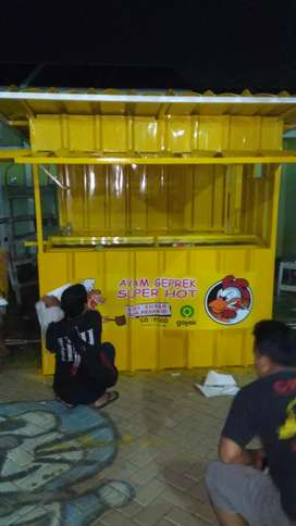 both kontainer/stand dagang