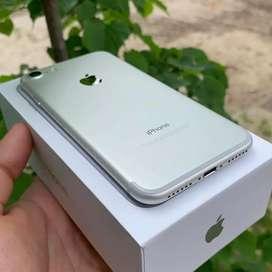Apple I phone 7 models is available with box and all accessories