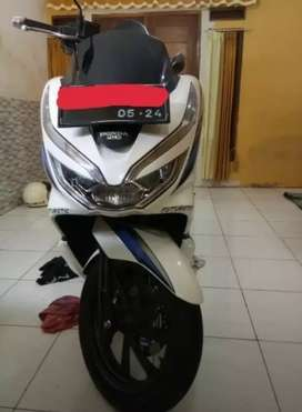 Honda pcx putih 2019
