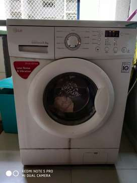 Fully automatic  and working LG 5.5kg Front load washing machine