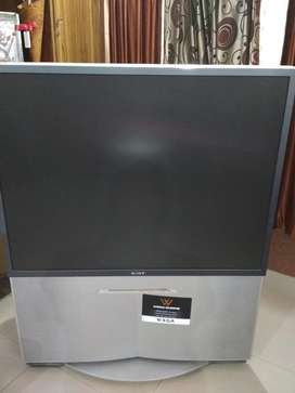SONY PROJECTION TV - 55 Inches