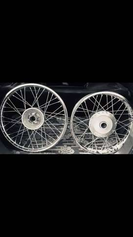 Its RE's classic 350 model's rim, which is less used & new condition