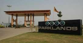 SCO PLOT 200 sqyd in Bptp Parklands Faridabad.