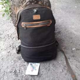 Tumi backpack slot laptop