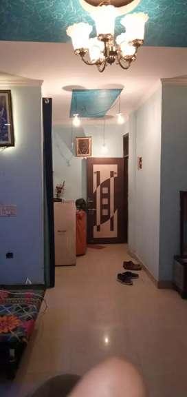 Selling 3 BHK FLOOR, 95 gaj , good area with good rooms