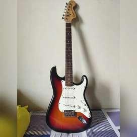 Squier by Fender Stratocaster Standard with Locking Tuner Original