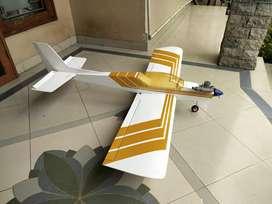 pesawat RC cesna termasuk mesin, siap terbang