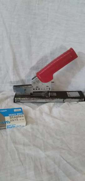 Stapler heavy duty with Staples 23/15 slightly used full size