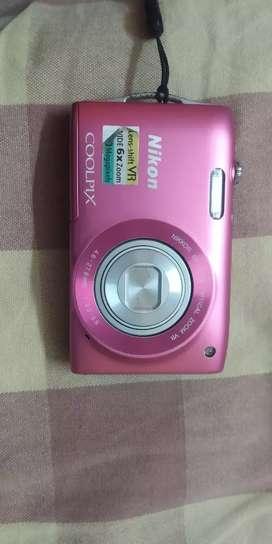 Nikon Coolpix 6X wide optical zoom VR