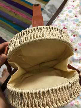 Round vowen sling bag