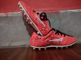 Football shoes for boys under 12 years old