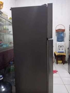 Kulkas 2 pintu merk LG