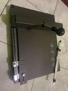 Mesin rel manual dan perforasi