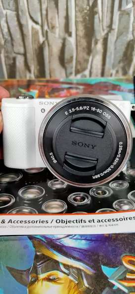 Sony Alpha 5000 + Lensa Kit