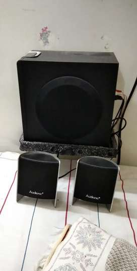 Audionic Speakers and base booster