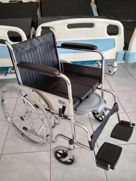 Kursi roda standar plus pispot bab