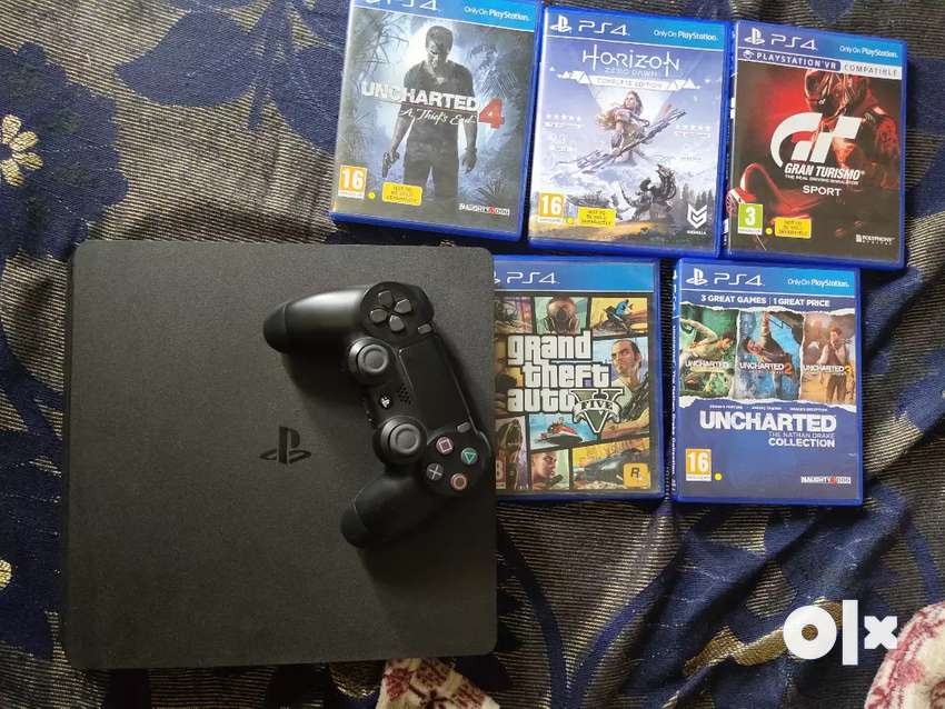 Sony Playstation 4 (Sony PS4) with Bundle game CD's and 1 controller 0