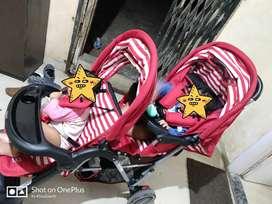 Selling twins stroller /pram (babyhug brand)