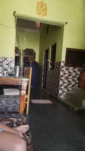 75 gaj ka makan ,2 manjil bani hui ha, 3 bedroom ,2  bathroom ,1 kitch