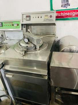 Used broast machine 100% working we hve use or new pizza oven machine