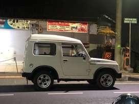 Mobil Jimny putih 1992