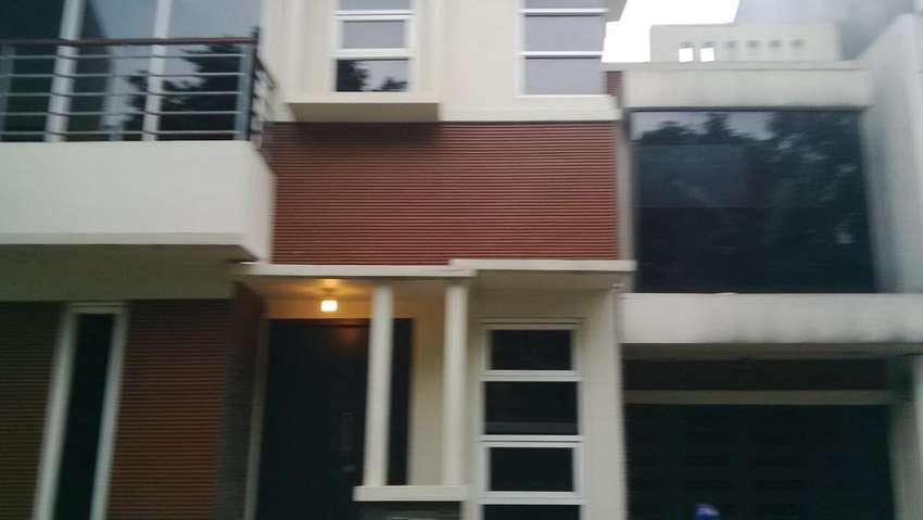 Rumah di Townhouse dekat gate Andara Tol Desari 0