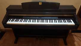 YAMAHA CLP 240 in mint condition