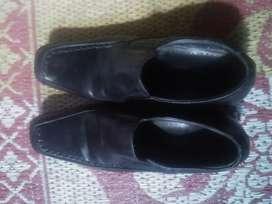 Sepatu merek hinosty