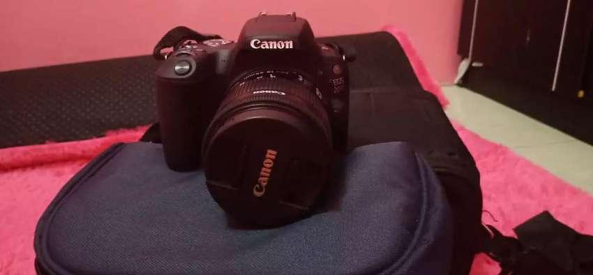 Jual kameran Canon eos 200 D mark I 0