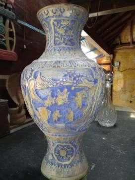 guci tembikar usia kurang lebih 100thn