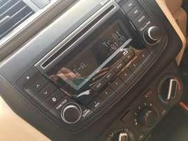 Swift bluetooth audio playr and displya