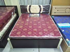 Bed wooden louk Ms still