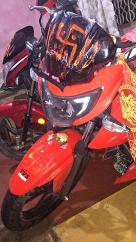 Tvs apache rtr 160 4v red colour fully new like a showroom Condition