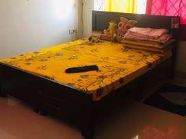 Queen size bed + mattress