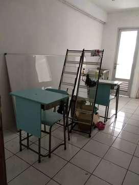 Whiteboard Gantung dan Meja belajar Dijual cepat