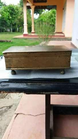 Kotak kinangan/tempat sirih kuningan kuno