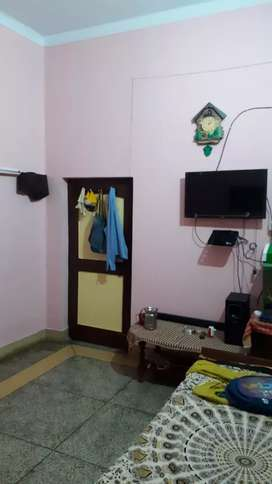 ROOM FOR GIRLS FURNISHED 3000/person posch location