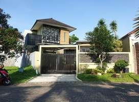 Rumah cantik mewah di araya tanah 601 depan rumah jalan kembar