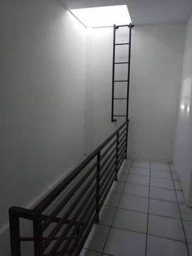 Ruko tiga lantai strategis di Klender Jakarta Timur