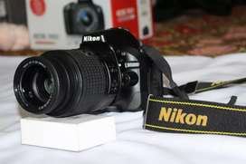 D5200 - Nikon DSLR professional camera with Accessories