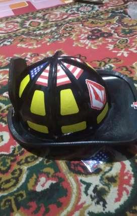 Helem pemadam kebakaran