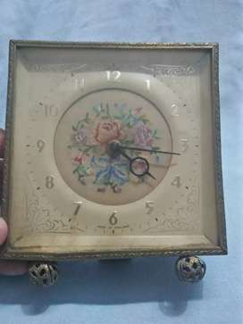 Vintage Table  Clock  working and Good conduction