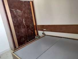 28 rooms running hotel with rent at Lal kothi