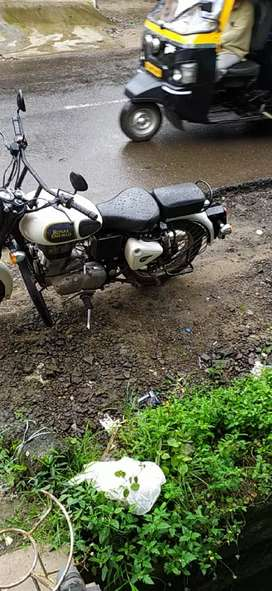 Well maintained royal Enfield 350 -2017 last model